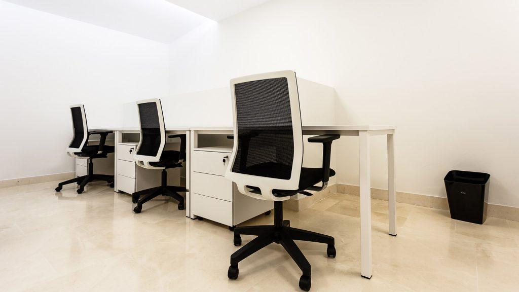Mesa de Oficina Modular - con sillas de oficina y buck - Limobel Inwo